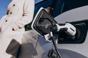 Aide voiture hybride ou électrique : que faut-il savoir ?